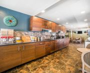 Free Hot Breakfast - Rodeway Inn & Suites