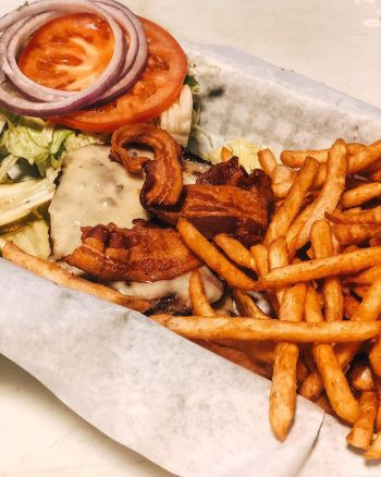 Mott Canyon Tavern & Grill, 1/3 Lb Burger