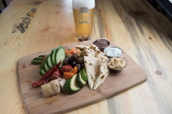 Alibi Ale Works, Mediterranean Vegetable Mezze Board (V)