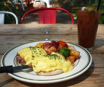Crosby's Tavern, Traditional Eggs Benedict