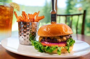The Grille at The Chateau, Classic Cheeseburger