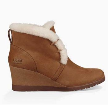 Village Ski Loft, Women's Ugg Boot - Jeovana